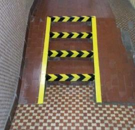 oznakowanie schodów i skosów