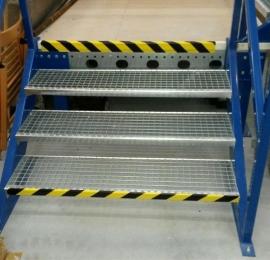 oznakowanie stopni schodów barwami bezpieczeństwa